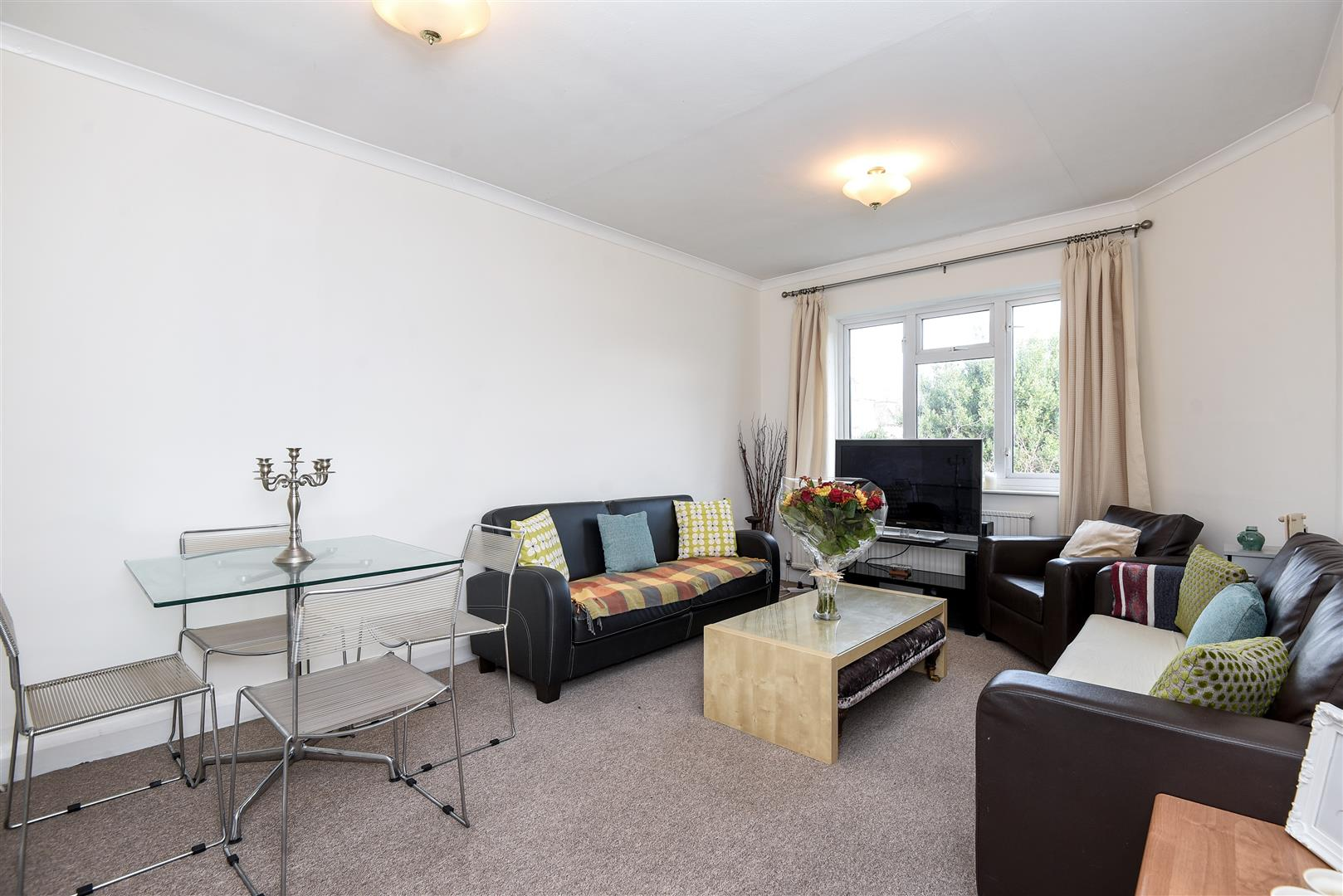 3 Bedrooms Flat for sale in Finchley Road, Golders Green, NW11